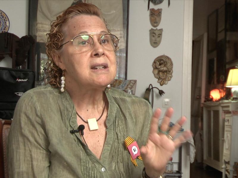 Dolors Muntane Coca talks Catalan independence with the Catalunya Barcelona film team