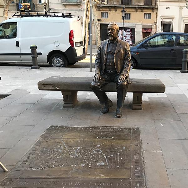 Statue of Rovira i Trias on Plaça de Rovira i Trias