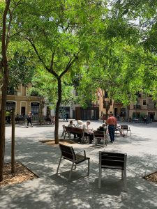 People talking on a bench at Barcelona's Plaça del Diamant