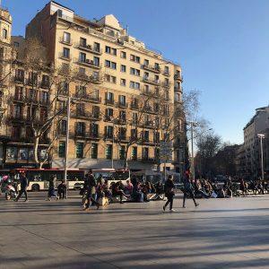 Plaça de la universitat on a sunny day facing Ronda de la Universitat