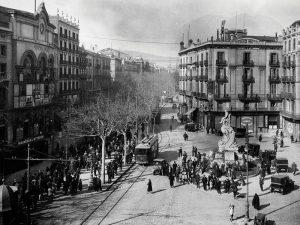 1931 - Rambla de Caputxins with the building of the Principal Palace