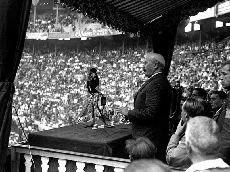 1931 - Alejandro Lerroux speaking in the Monumental bullring.