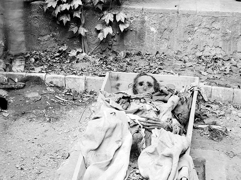 1909 - Unearthed corpses at the Beates convent in Barcelona's Barri de Poblet