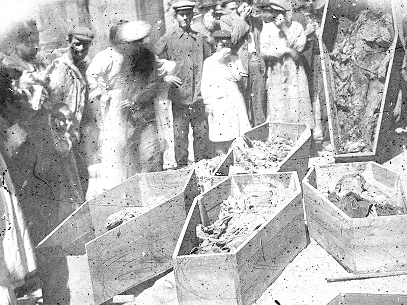 1909 - Unearthed corpses at Magdalenes convent on Carrer de Casanova