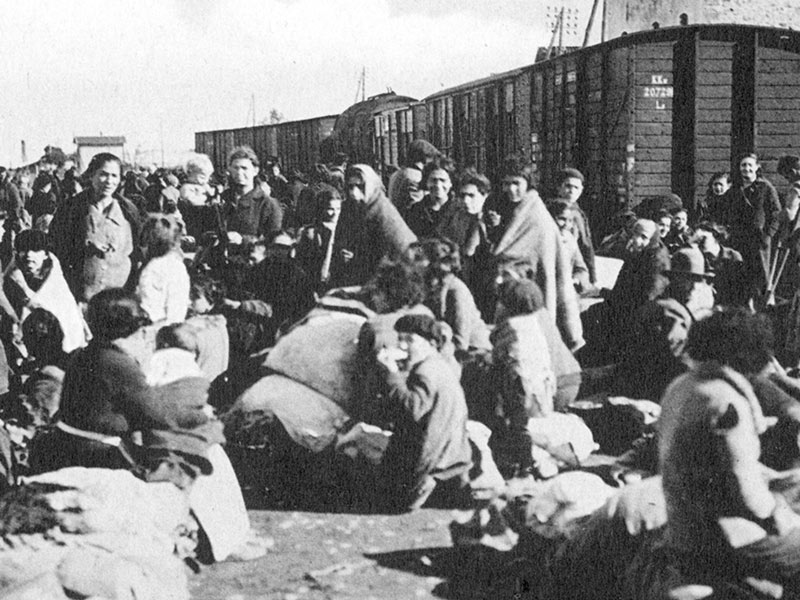 1939 - Refugees from Barcelona await train to France.