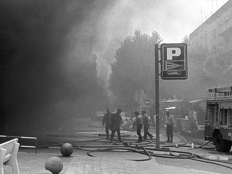 1987 - Emergency workers deal with casualties of the hipercor bombing by ETA.