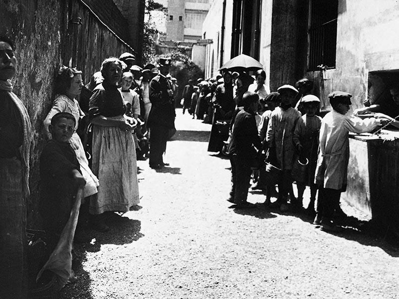 Hostel in Sant Antoni neighborhood serving soup to the poor