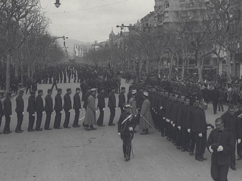 1915 - Military parade along Passeig de Gràcia in Barcelona.