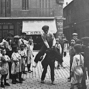 19th century children playing in Barcelona