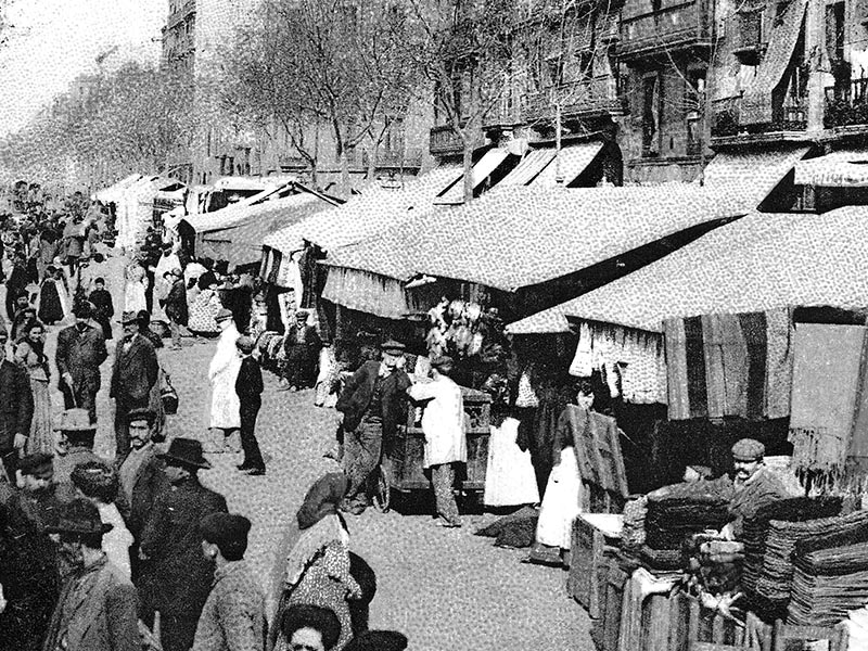 1915 - Urgell Street with the stalls of the Sant Antoni Market.