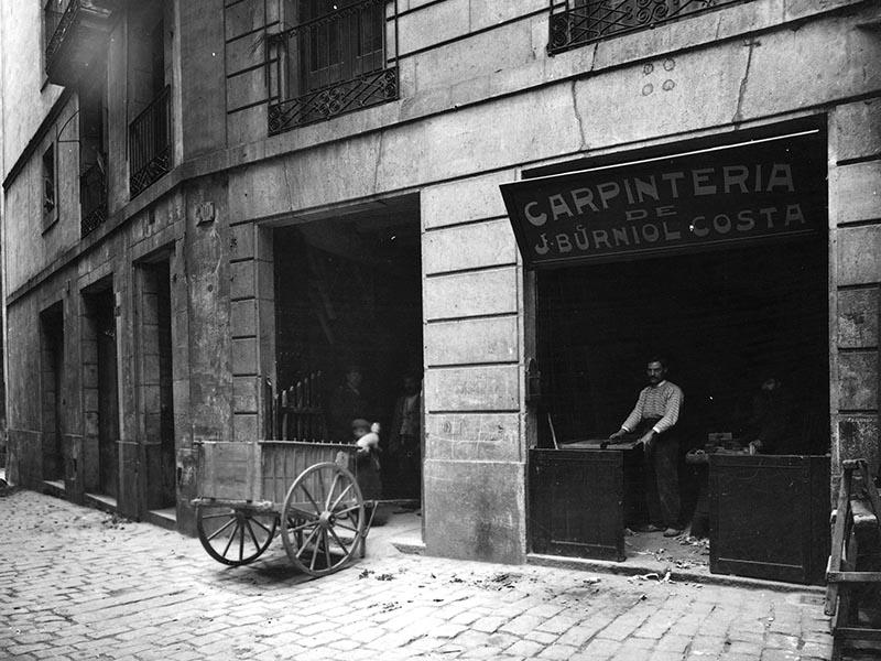 1908 - Carpentry shop on Carrer d'Apel·les Fenosa.