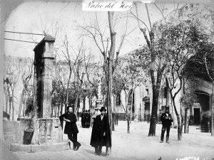 1856 - Courtyard of the Hospital de la Santa Creu and Casa de Convalescencia.