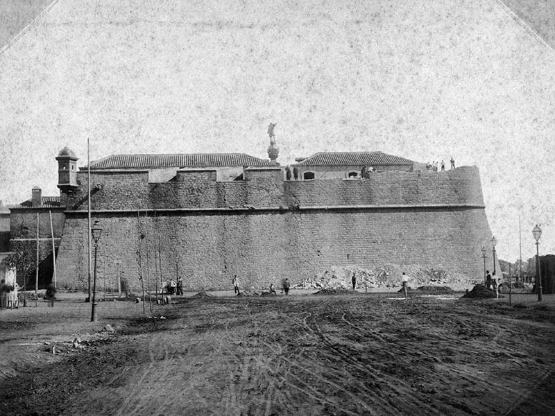 Demolition of the wall surrounding Barcelona. 1888.