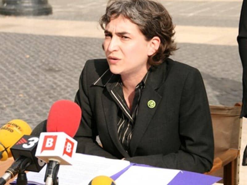 2006 - Ada Colau speaking to press