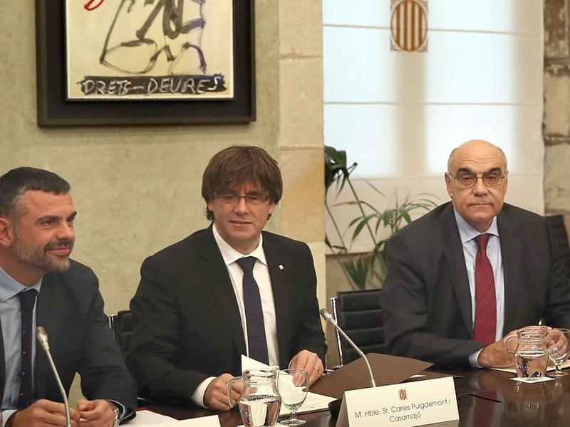 2017 - Carles Puigdemont meeting with Catalan parliament.
